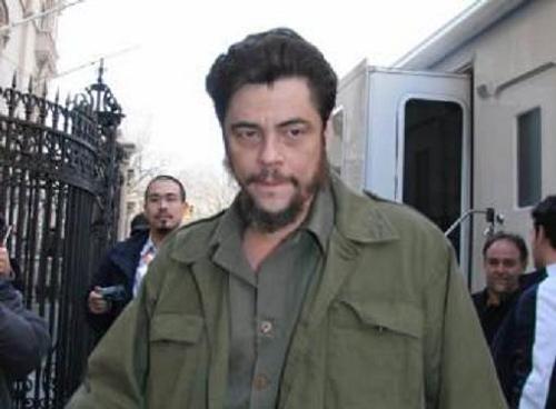 Benicio del Toro como Che