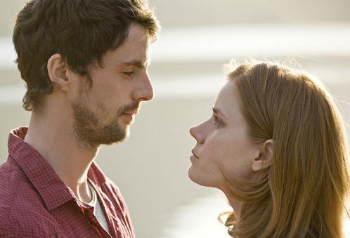 Amy Adams y Matthew Goode