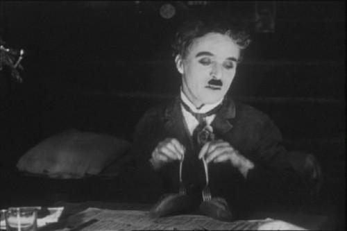 La quimera del oro con Chaplin, baile de los panecillos
